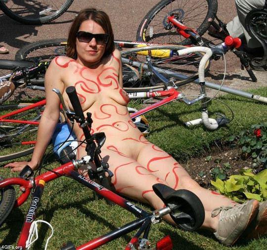 【外人】World Naked Bike Rideで全裸になってチャリに乗る美女達の街撮り露出ポルノ画像 2246
