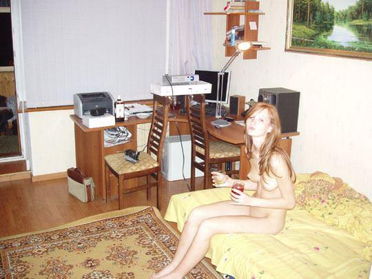 【外人】彼氏が同棲中の赤毛の彼女の裸を撮影しまくりなポルノ画像 2317