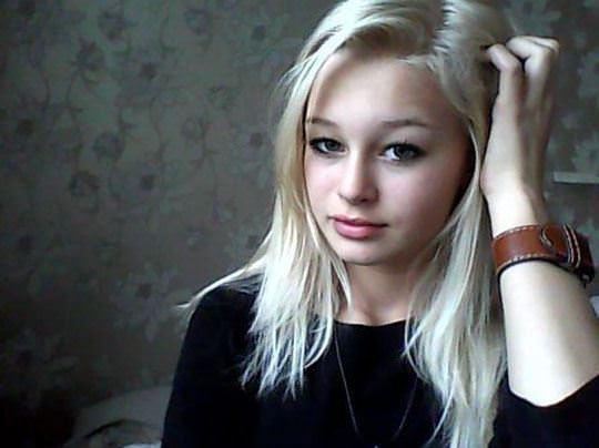 【外人】素人なのにガチ美少女のロリティーンの自画撮りポルノ画像 24