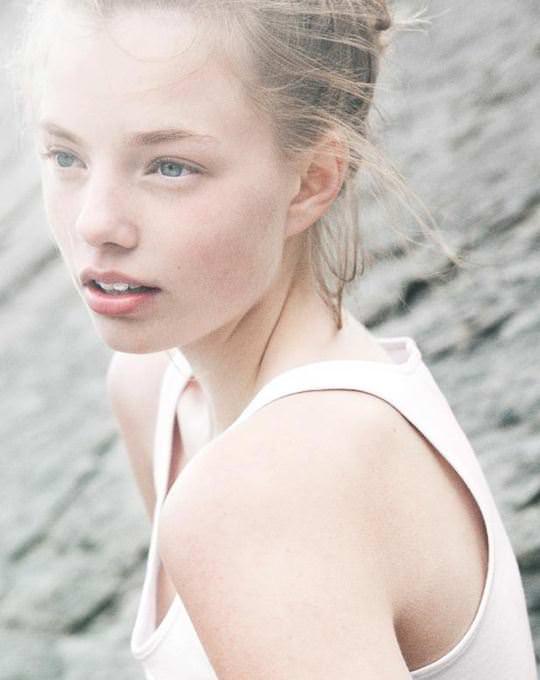【外人】これぞ美少女顔なロリ娘クリスティン・フローセス(Kristine Froseth)のモデル写真ポルノ画像 2421