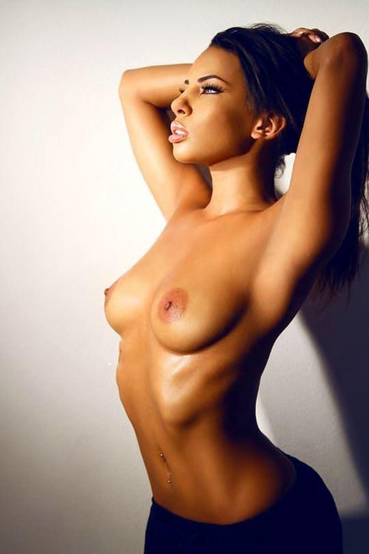 【外人】黒光りした裸体が神々しい黒人美女たちのセクシーおっぱいヌードポルノ画像 2428