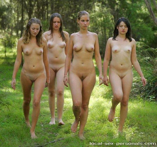 【外人】露出好きな美女が集まってはしゃいでるフルヌードポルノ画像 248