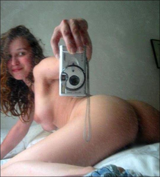 【外人】まんまるで張りのあるお尻が超魅力的な素人の自画撮りポルノ画像 2510