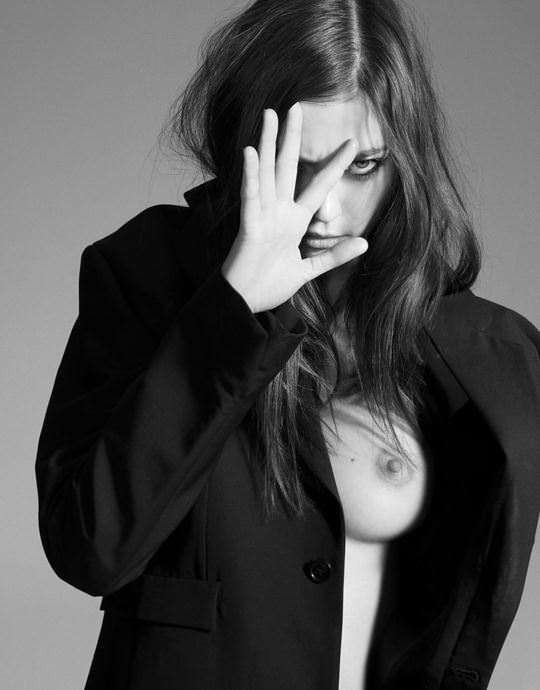 【外人】海外女性の整った顔立ちがモノクロ写真で際立つヌードポルノ画像 2529