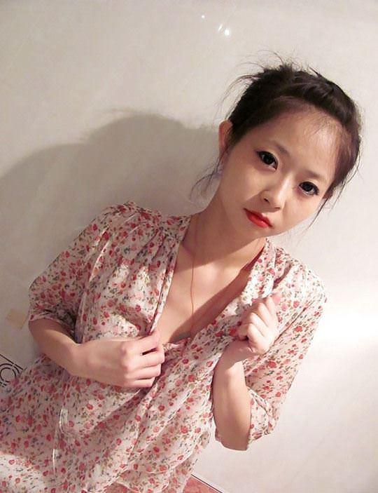 【外人】オナニー強要されてハメ撮りされる中国の素人美少女のポルノ画像 260