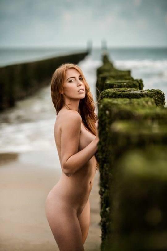 【外人】綺麗な赤毛を身に纏った美乳おっぱいヌードのポルノ画像 2725