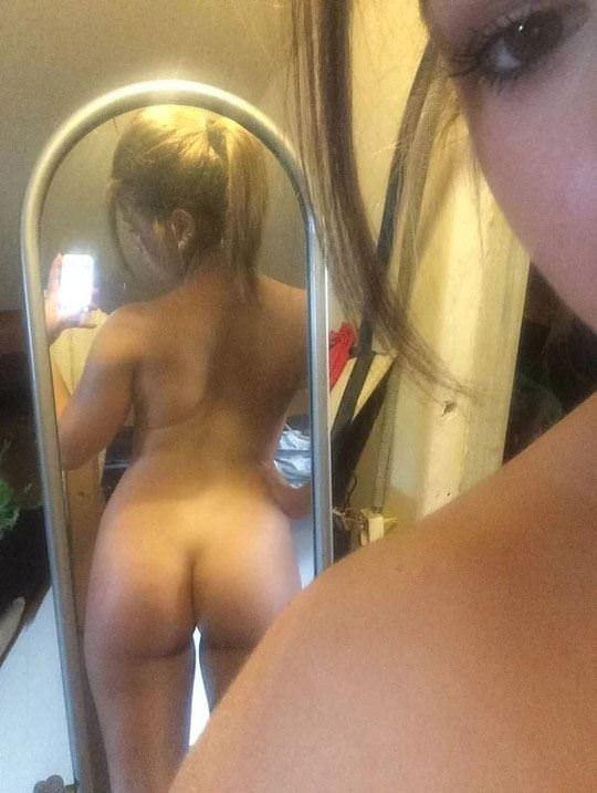 【外人】まんまるで張りのあるお尻が超魅力的な素人の自画撮りポルノ画像 277