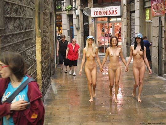 【外人】露出好きな美女が集まってはしゃいでるフルヌードポルノ画像 285