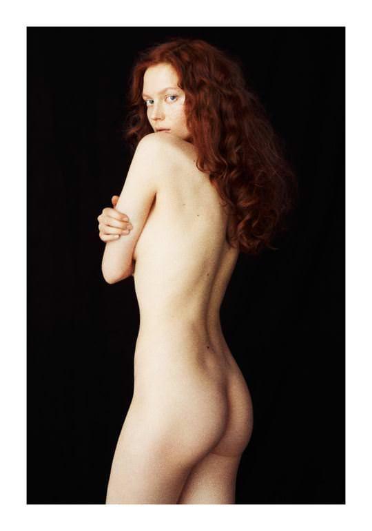【外人】綺麗な赤毛を身に纏った美乳おっぱいヌードのポルノ画像 2922