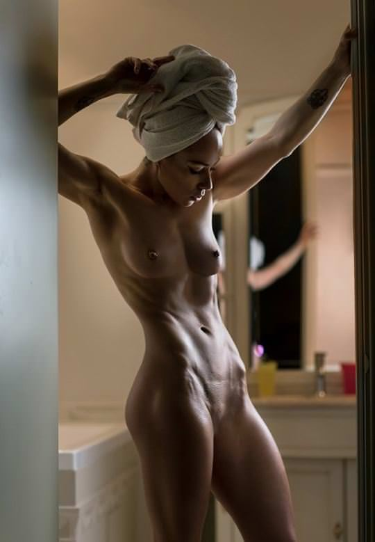 【外人】黒光りした裸体が神々しい黒人美女たちのセクシーおっぱいヌードポルノ画像 3019