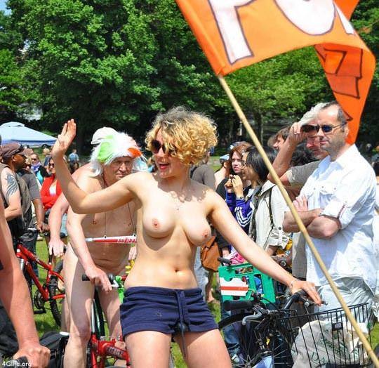 【外人】World Naked Bike Rideで全裸になってチャリに乗る美女達の街撮り露出ポルノ画像 3024