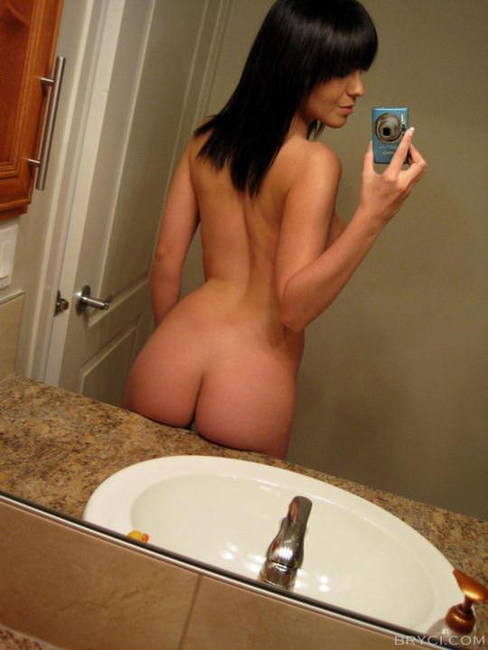 【外人】鏡の前に経つと条件反射的におっぱい自撮りしたくなる海外素人美女のポルノ画像 3032