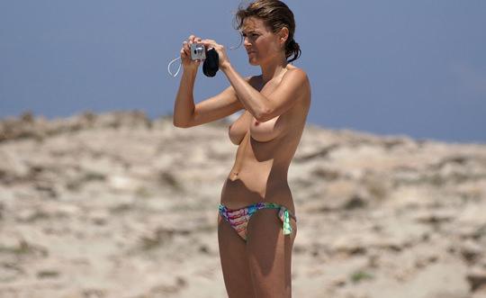 【外人】裸で居ることが大好きなヌーディスト達のアウトドアライフのポルノ画像 31100
