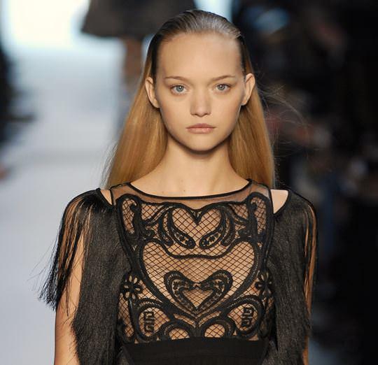 【外人】オーストラリア人モデルのドール顔ジェマ・ワード(Gemma Louise Ward)が貧乳おっぱい乳首チラポルノ画像 3146