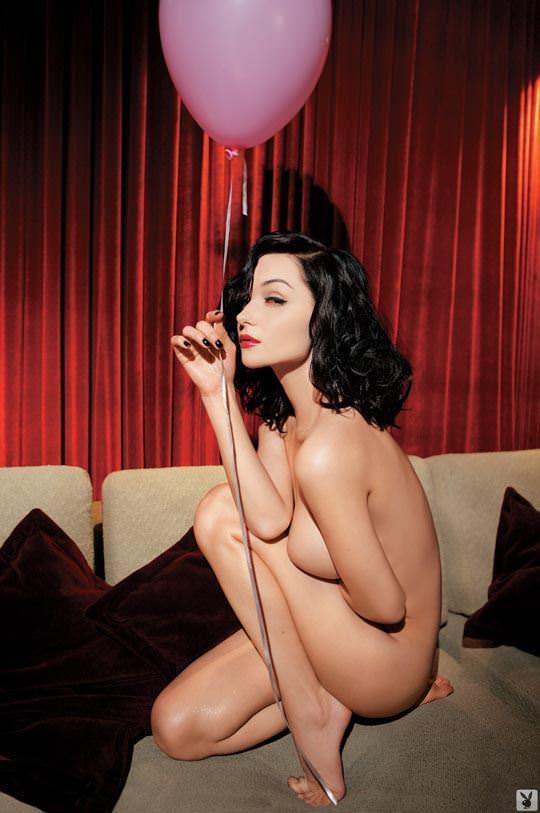 【外人】プレイボーイ誌に掲載されたウクライナ人ユージニア(Eugenia Diordiychuk)の美爆乳おっぱいヌードのポルノ画像 3150
