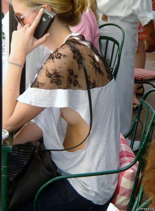 【外人】可愛い乳首がチラ見えしてる胸チラおっぱいのポルノ画像 3155