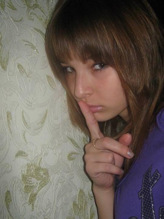 【外人】学校の美人コンテストに出場するロシアン素人美少女の77センチ貧乳バストのポルノ画像 3163