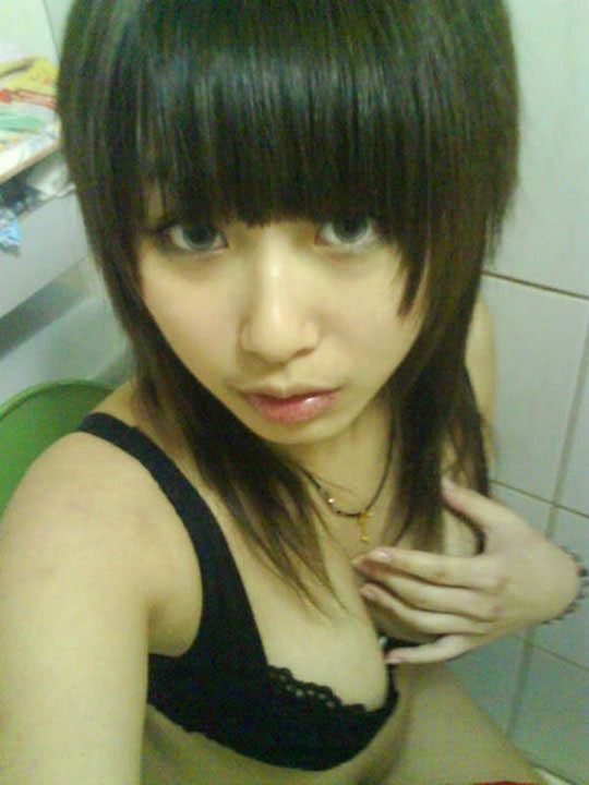 【外人】台湾人の激カワ素人娘が自慢の巨乳おっぱいを自画撮りしてネットうpのポルノ画像 317