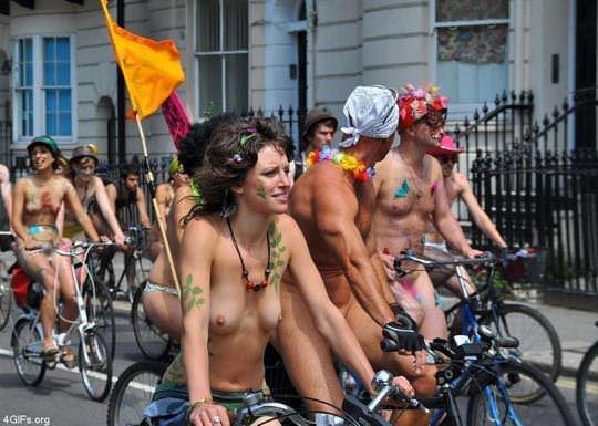 【外人】World Naked Bike Rideで全裸になってチャリに乗る美女達の街撮り露出ポルノ画像 3178