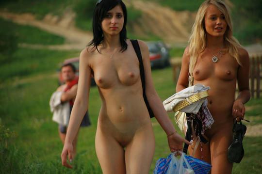 【外人】裸で居ることが大好きなヌーディスト達のアウトドアライフのポルノ画像 3200