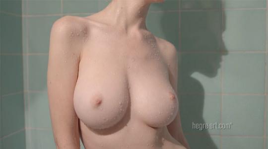 【外人】シルクのようなきめ細かい美肌巨乳のエミリー・ブルーム(Emily Bloom)オーガズムエロマッサージポルノ画像 3203