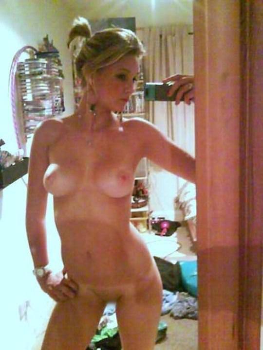 【外人】大人の身体に発育した自分を自画撮りしてSNSに投稿してる素人ポルノ画像 3210