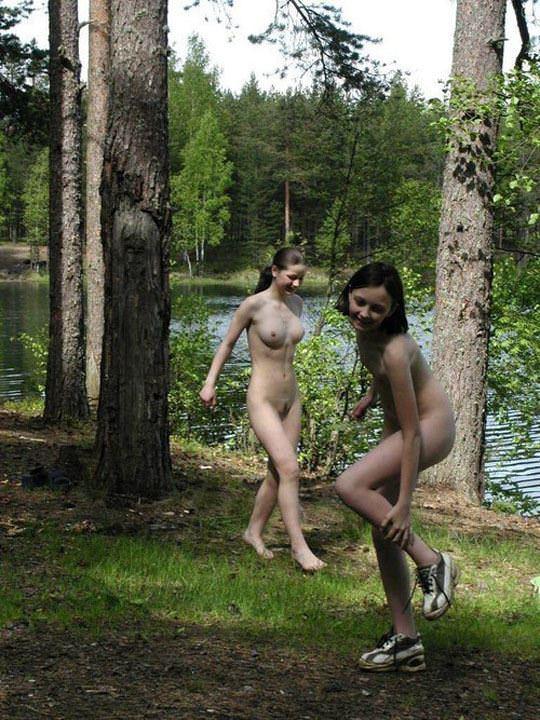 【外人】水辺で遊ぶ美女達が妖精のようで美しい露出ポルノ画像 3213