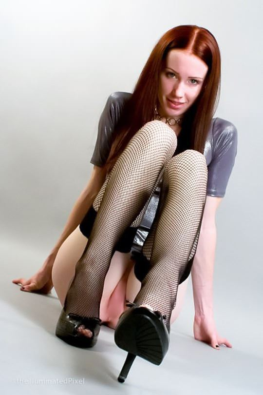 【外人】綺麗な赤毛を身に纏った美乳おっぱいヌードのポルノ画像 3222