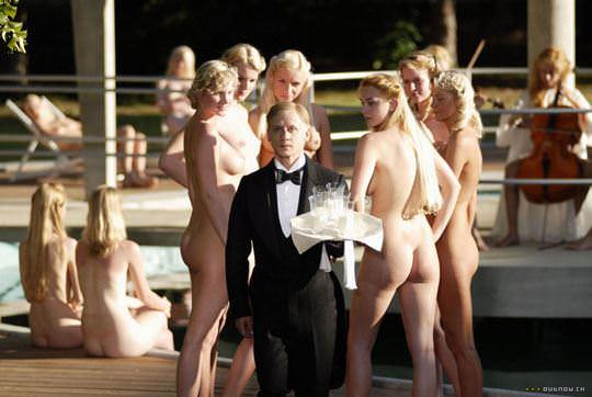 【外人】露出好きな美女が集まってはしゃいでるフルヌードポルノ画像 328