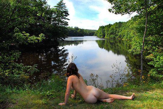 【外人】水辺で遊ぶ美女達が妖精のようで美しい露出ポルノ画像 3313