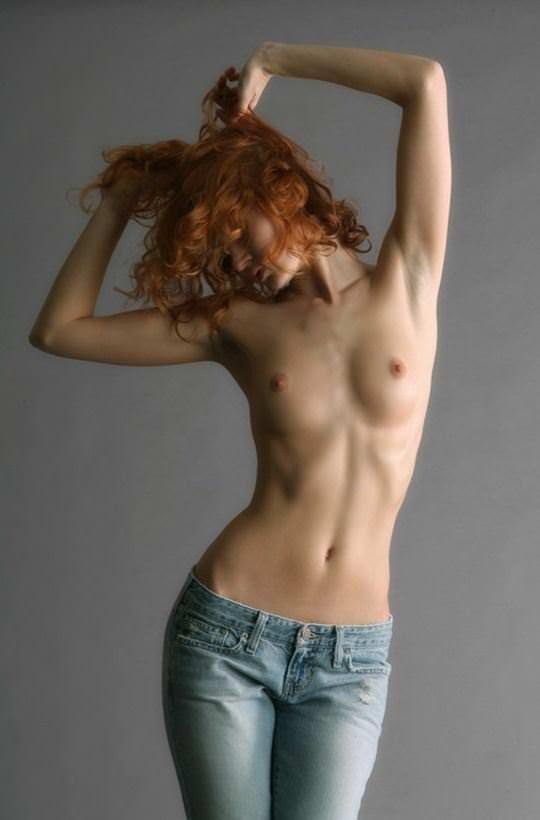 【外人】綺麗な赤毛を身に纏った美乳おっぱいヌードのポルノ画像 3322