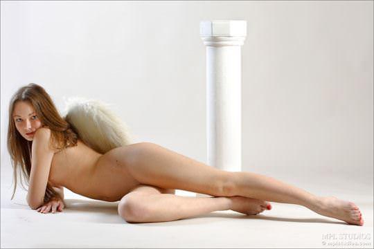 【外人】ガチで羽が生えたロシアン美少女リダ( Lida)のパイパンヌードポルノ画像 34