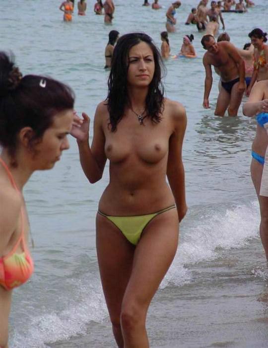 【外人】素晴らしき美巨乳を露わにビーチで遊ぶおっぱいギャル達の露出ポルノ画像 3515