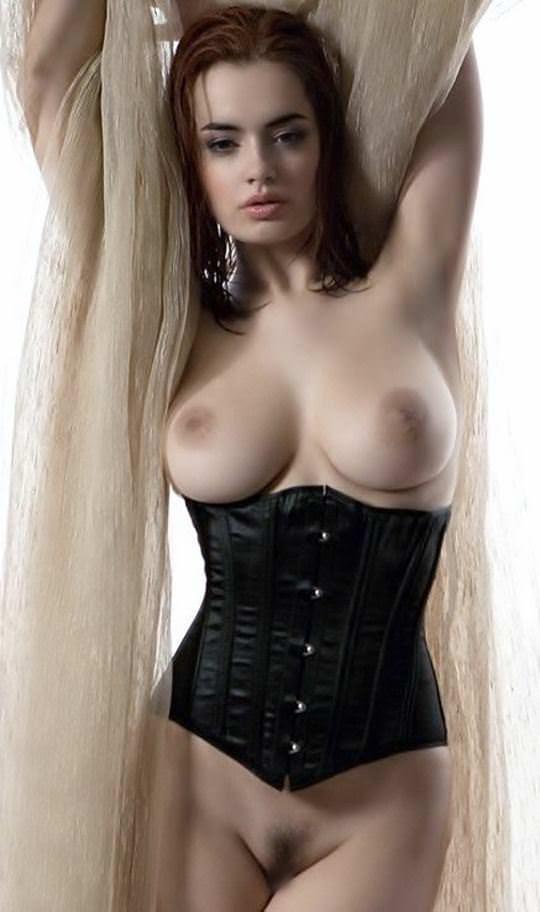 【外人】綺麗な赤毛を身に纏った美乳おっぱいヌードのポルノ画像 3616