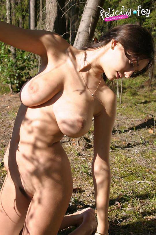 【外人】可愛さとDカップ巨乳おっぱいを兼ね備えたウクライナ最強の女神フェリシティ(Felicity Fey)のポルノ画像 3618