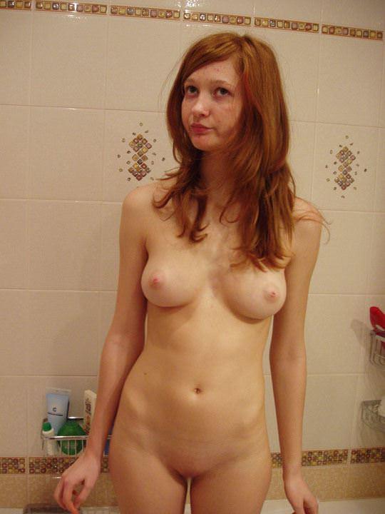 【外人】彼氏が同棲中の赤毛の彼女の裸を撮影しまくりなポルノ画像 367