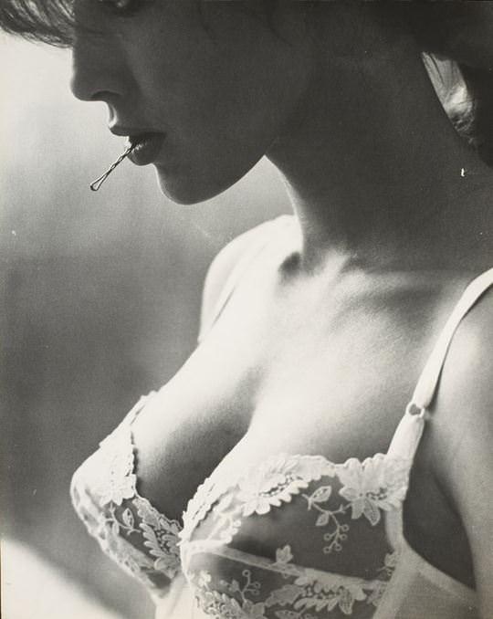 【外人】海外女性の整った顔立ちがモノクロ写真で際立つヌードポルノ画像 3716