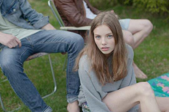 【外人】ロリータ顔のアメリカ人美少女モデルのクリスティン・フローセス(Kristine Froseth)が野外キャンプしてるポルノ画像 399