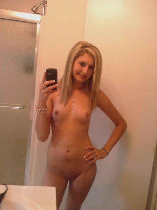 【外人】鏡の前に経つと条件反射的におっぱい自撮りしたくなる海外素人美女のポルノ画像 4019