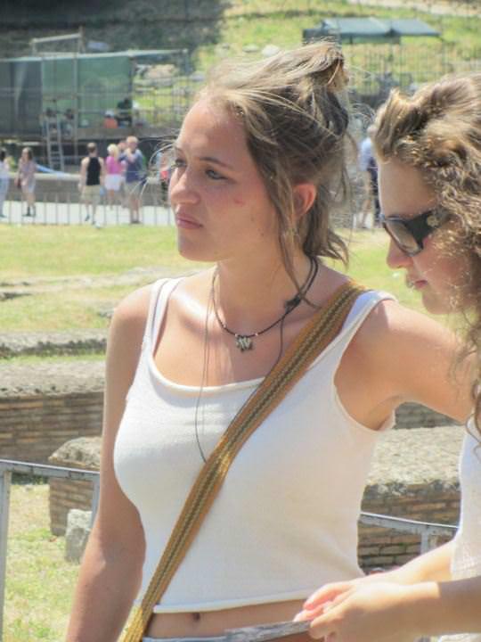 【外人】ローマで街撮りされちゃった女の子たちの着衣エロポルノ画像 411