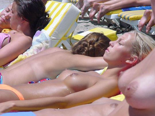 【外人】素晴らしき美巨乳を露わにビーチで遊ぶおっぱいギャル達の露出ポルノ画像 4114