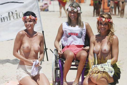 【外人】ブラジル人美女がトップレスで講義する誘惑半端ない露出ポルノ画像 44