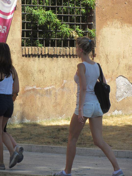 【外人】ローマで街撮りされちゃった女の子たちの着衣エロポルノ画像 441