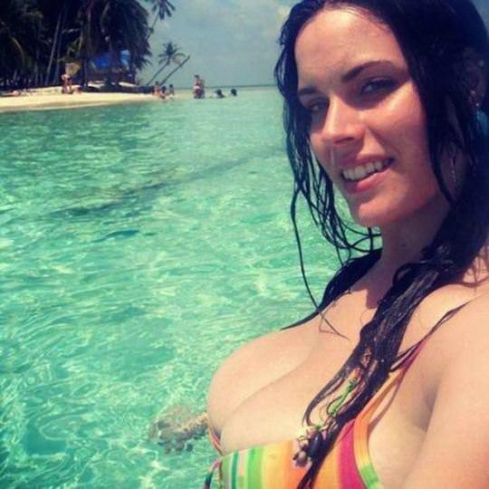【外人】ケツが胸にくっついてるか如く美しい素人の巨乳おっぱいポルノ画像 446