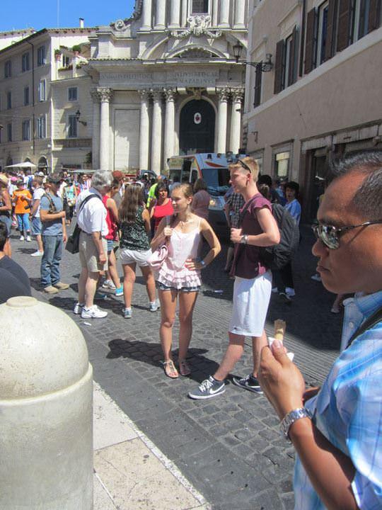 【外人】ローマで街撮りされちゃった女の子たちの着衣エロポルノ画像 45