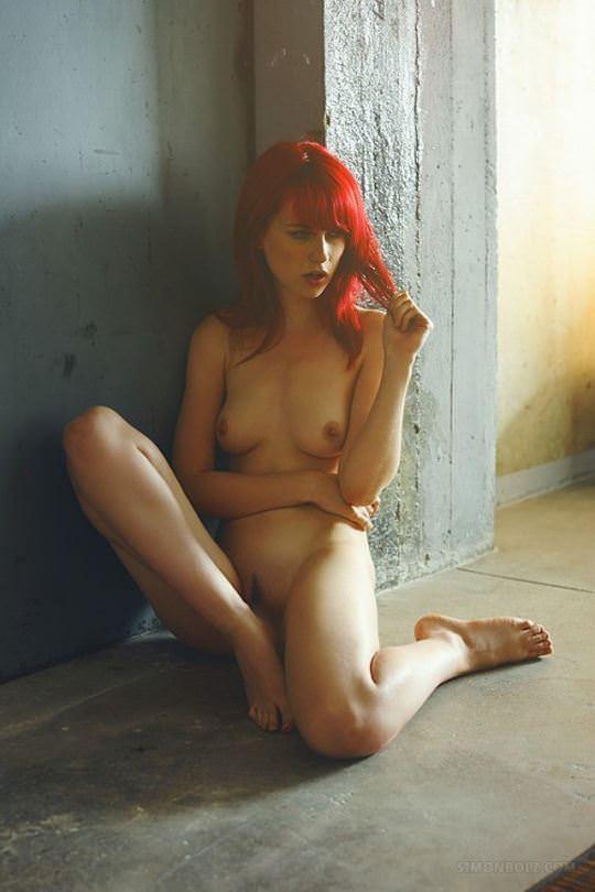 【外人】綺麗な赤毛を身に纏った美乳おっぱいヌードのポルノ画像 4610