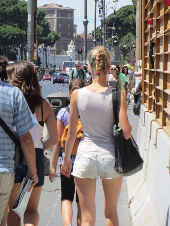 【外人】ローマで街撮りされちゃった女の子たちの着衣エロポルノ画像 47