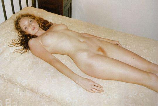 【外人】イギリス人モデルのリリー・コール(Lily Cole)が赤毛のロリ少女の様なヘアヌードポルノ画像 510
