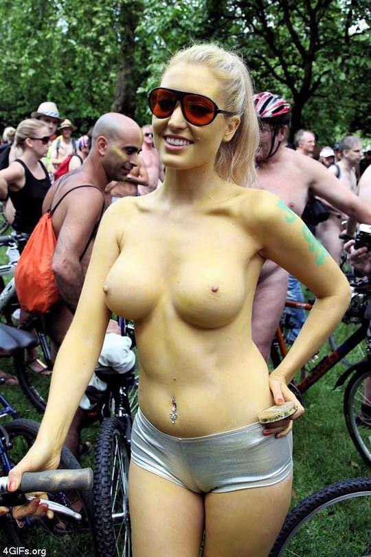 【外人】World Naked Bike Rideで全裸になってチャリに乗る美女達の街撮り露出ポルノ画像 5115