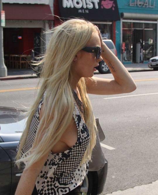 【外人】アメリカ人女優リンジー・ローハン(Lindsay Lohan)の豊胸おっぱいの横乳がめちゃエロいポルノ画像 519